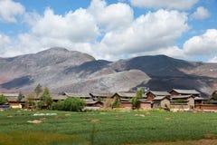 Chinesisches Dorf der traditionellen Art in China Lizenzfreies Stockbild