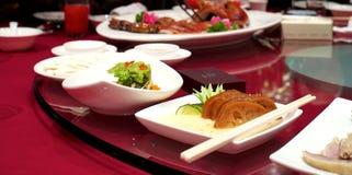 Chinesisches Lebensmittel auf Rundtisch Lizenzfreies Stockfoto