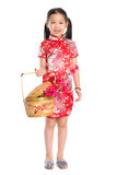 Chinesisches Mädchen, das einen Geschenkkorb hält Stockfotos