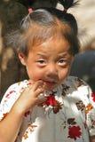 Chinesisches Mädchen, das verwirrt schaut Lizenzfreie Stockfotografie