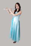 Chinesisches Mädchen im Kleid mit Flöte. Lizenzfreie Stockfotografie