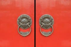 Chinesisches Rot versieht Türen mit einem Gatter Lizenzfreie Stockbilder