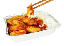 Chinesisches süßes und saures zerschlagenes Huhn und Reis Stockfotos