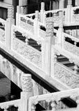 Chinesisches sytle Treppenhaus und Schiene Stockbild