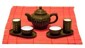 Chinesisches Teeset auf roter Matte Lizenzfreies Stockfoto