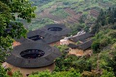 Chinesisches traditionelles Erdschloss in der Landschaft der Südchina Lizenzfreies Stockbild