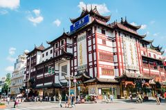 Chinesisches traditionelles Gebäude in alter Straße Shanghais stockfoto