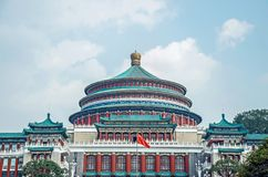 Chinesisches traditionelles Gebäude mit blauem Himmel lizenzfreie stockfotos