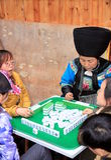 Chinesisches Volk, das Mahjong spielt Lizenzfreie Stockfotografie