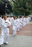 Chinesisches Volk spielt taiji stockfoto