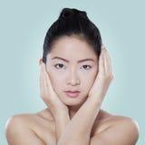 Chinesisches weibliches Modell mit gesunder Haut Stockbild