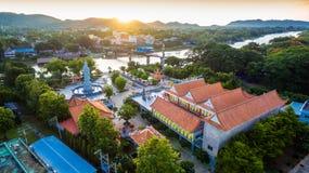 Chiness寺庙是旁边河Kwai在第二次世界大战桥梁附近 免版税图库摄影