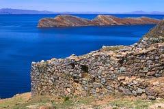 Chinkana废墟在Isla在的喀喀湖,玻利维亚的del Sol的 免版税库存照片