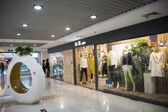 Chino asiático, Pekín, ¼ ŒInterior, la disposición de Joy City Shopping Plazaï de la tienda, Imágenes de archivo libres de regalías