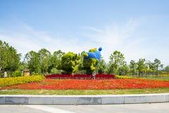 Chino asiático, Tianjin Wuqing, camas de flor verdes de ŒLandscape del ¼ de Expoï, hierba que talla, mascota de la historieta Imágenes de archivo libres de regalías