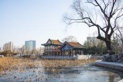 Chino de Asia, parque de Pekín, lago Longtan, edificio del jardín Imagen de archivo