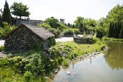 Chino de Asia, Pekín, China Minzu Yuan, paisaje arquitectónico, canoa, la casa de piedra, Foto de archivo