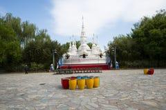 Chino de Asia, Pekín, China Minzu Yuan, paisaje arquitectónico, la pagoda blanca Fotografía de archivo