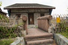 Chino de Asia, Pekín, China Minzu Yuan, verjas de madera, escaleras, cerca de bambú Fotos de archivo