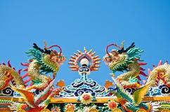 Chino del estilo del dragón en el cielo azul, lopburi, Thail Fotografía de archivo libre de regalías