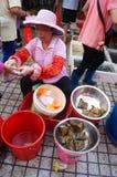 Chino Dragon Boat Festival, el mercado para la venta de las bolas de masa hervida del arroz Imagen de archivo