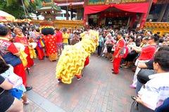 Chino Lion Dance en Singapur Foto de archivo libre de regalías