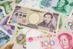 Chino Yuan y yenes japoneses Foto de archivo libre de regalías
