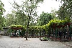 Chinois asiatique, Pékin, le palais d'été, rotin vert et hangar en bois Photographie stock libre de droits