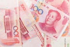 Chinois 100 billets de banque de renminbi de yuans Photographie stock libre de droits