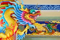 Chinois concret coloré Dragon Statue Image stock