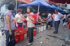 Chinois Dragon Boat Festival, le marché en vente des boulettes de riz Photographie stock libre de droits