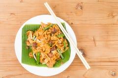 Chinois simple de vrilles ne carbonise pas Kway Teow ou Fried Noodle sur la feuille de banane Photos libres de droits