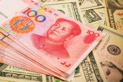 Chinois Yuan Note et U S Fond du dollar Photo libre de droits