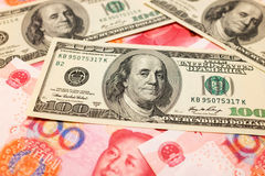 Chinois Yuan Note et U S Fond du dollar Photo stock