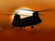 Chinook die van zon vliegen Stock Foto
