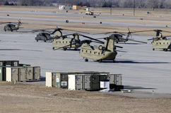 Chinook e Hawk Helicopters preto imagem de stock royalty free
