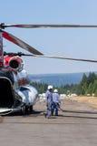Chinook-helikopter en brandbemanning Stock Fotografie