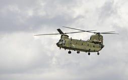 Chinook i flyg Royaltyfri Foto