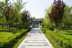 Chinês de Ásia, Pequim, ¼ ŒLandscape de Expoï do jardim, ponte de pedra, estrada de pedra, Fotografia de Stock Royalty Free
