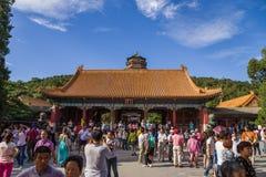 Chiny, Pekin Lato Cesarski pałac (Yihe Juan) Brama Rozwiewać Chmurnieje (Paiyunmen) Zdjęcia Royalty Free
