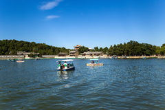 Chiny, Pekin Lato imperiału pałac Budujący na brzeg Kunming jezioro Zdjęcie Stock