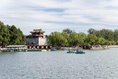 Chiny, Pekin pałac beijing lato Fortecy wierza z pagodą na brzeg Kunming jezioro Obrazy Royalty Free