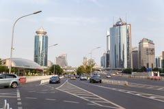 Chiny, Pekin Wysocy nowożytni budynki i aleja - 6 Zdjęcie Royalty Free