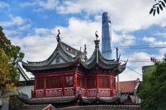 CHINY SZANGHAJ, LISTOPAD, - 6, 2017: YuYuan ogród w Szanghaj, Chiny i Szanghaj, Górujemy wewnątrz wysocy budynki obrazy stock