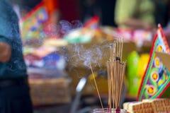 Chiny, tradycyjna religia, customs, Zhongyuan Purdue, Chiński ducha festiwal, wierzący, palący kadzidło, błogosławi obrazy royalty free
