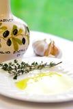 Chiodi di garofano di aglio e sprig di timo fresco Immagini Stock Libere da Diritti