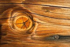 Chiodo bruciato di macro quella di legno della plancia del legname del nodo del nodo del legname Immagini Stock
