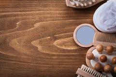 Chiodo di legno della spugna del bagno dei massaggiatori di vetro di mano del pettine Fotografia Stock