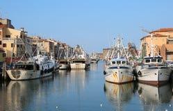Chioggia, VE, Italia - 11 febbraio 2018: pescherecci attraccati Fotografie Stock