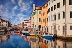 Chioggia Venedig, Italien: kanal i den gamla staden arkivfoto